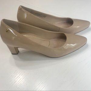 Vionic Mia sand patent leather heels - comfort